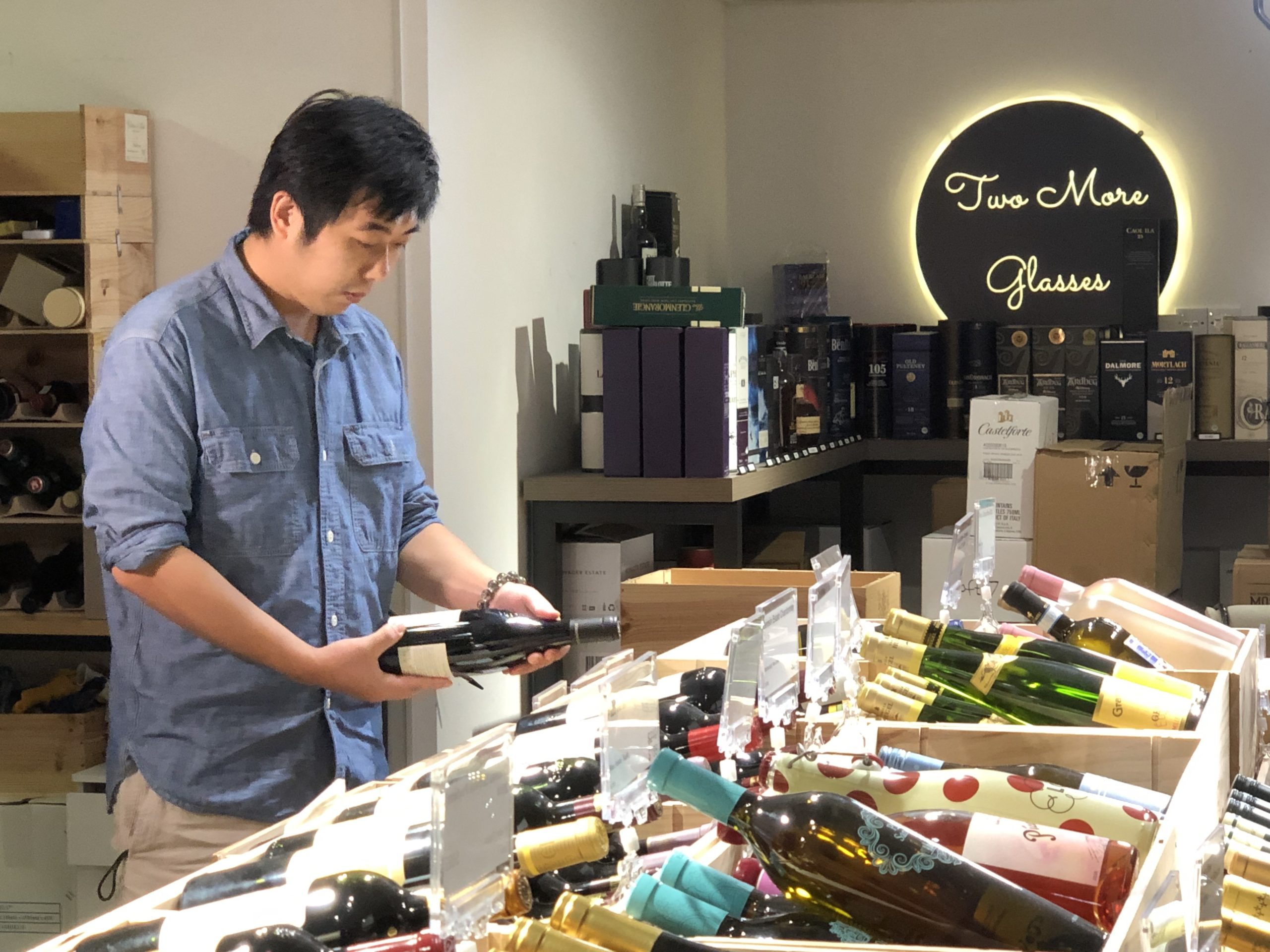 Behind the scene – Two More Glasses customer story video shooting